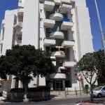 למכירה בנאות אשקלון,דירת 4 חד' מסודרת וממוזגת עם יח' הורים. 2 מרפסות שמש, מחסן, וחנייה מקורה פרטית. בניין מטופח עם 2 מעליות. מיקום הכי מרכזי ונוח באשקלון.