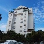 """למכירה ברח' שפירא,דירת 4 חד' מסודרת וממוזגת עם ממ""""ד ומעלית.קומה 1 מתוך 9,כניסה מיידית.מחיר:980000 ש""""ח"""