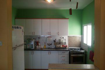 """בלוטן,דירת 3 חדרים,משופצת ומסודרת עם ממ""""ד,מעלית ומרפסת שמש.בניין מטופח.מחיר:770000 ש""""ח."""
