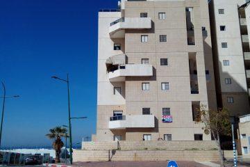 """במרינה,רח' יפה נוף 29,דירת נופש 2 חד' ליד הים עם מעלית,ממ""""ד ומרפסת שמש.קומה 2 מתוך 6.מושכרת לדיירים טובים ב2400 ש""""ח לחודש.מחיר:730000 ש""""ח"""
