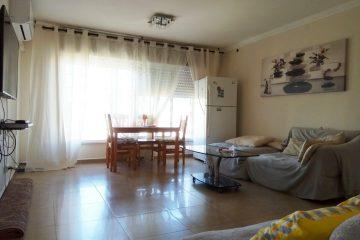 למכירה, ברח' שפירא,דירת 4 חד' בקומה 4 מתוך 4. מושקעת ומרווחת במיוחד,2 חדרי שירותים,3 מזגנים,סורגים בכל החלונות.