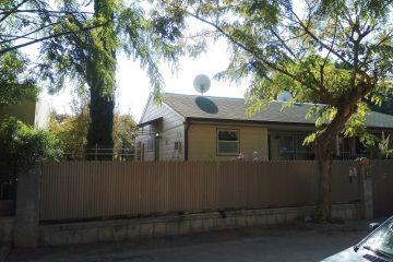 """למכירה דו משפחתי 3 חד' בנווה דקלים.בית משופץ עם גינה מפנקת,מגרש 228 מ""""ר,בנוי 68 מ""""ר. מיקום שקט ונוח"""
