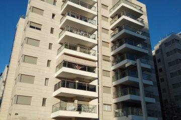 """למכירה ברח' בלפור,דירת 4 חד',117 מ""""ר בקומה 1 מתוך 9. מטבח משודרג, מיזוג מיני מרכזי, יח' הורים מרווחת. חנייה פרטית, בניין חדש ומטופח של חב' אזורים"""