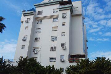 """למכירה ברח' שפירא,דירת 4 חד' מסודרת וממוזגת עם ממ""""ד ומעלית.קומה 1 מתוך 9,כניסה מיידית.מחיר:990000 ש""""ח"""