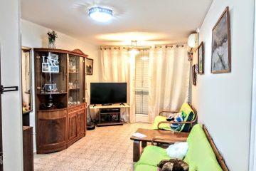 """למכירה ברח' ז'בוטינסקי,דירת 4 חד' מרווחת ומשופצת,קומה 3 מתוך 3,פינוי גמיש מאוד.מחיר:740000 ש""""ח"""