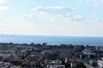 """למכירה בברנע,שד' ירושלים,פנטהאוז מושקע 4 חד' מול הים! 2 מרפסות שמש כ18+50 מ""""ר .דירה יחידה בקומה .בניין מטופח,כניסה מיידית!"""