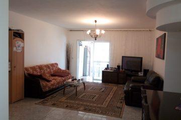 """בברנע, בשד' האצ""""ל, דירת 5 חד' בקומה 6 מתוך 9. דירה משופצת עם ממ""""ד, יחי' הורים ומרפסת שמש עם נוף פתוח. מחסן פרטי, חנייה צמודה. בניין מטופח עם 2 מעליות.מחיר: 1290000 ש""""ח."""