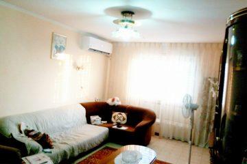 """ברח' משה יוליש,דירת 3 חדרים מרווחת ומסודרת בקומה 4 מתוך 4. תריסים וחלונות חדשים, 2 מזגנים חדשים. גג מטופל עם אחריות.כניסה מיידית! מחיר: 640000 ש""""ח."""