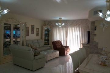 בסיטי,דירת 4 חד' מושקעת ומרוהטת קומפלט! קומה 4 מתוך 16 עם נוף מלא לים מכל הדירה!